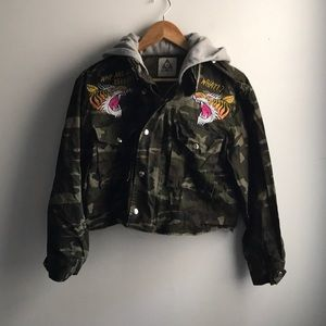 UNIF Tiger Yell camo hooded cropped jacket